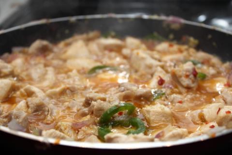 Simmering lemongrass chicken